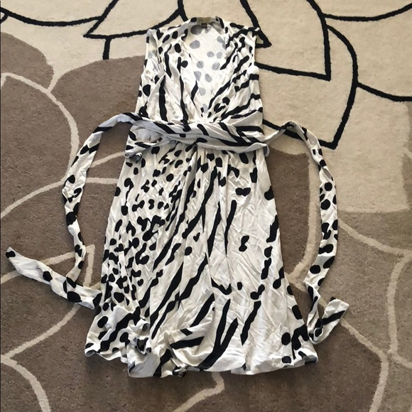 Issa London Dresses & Skirts - New Issa Black and White Pattern Dress 8